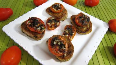 Cuisine diététique : Assiette de tartines de pain aux tomates