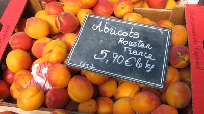 Photo : Etalage d'abricots