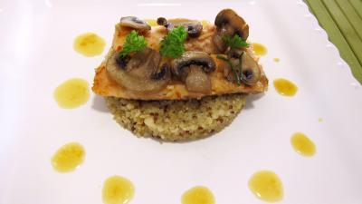 truite : Assiette d'éffilochés de truite et son quinoa en risotto aux champignons