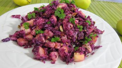 Recette Assiette de chou rouge aux pommes et crudités