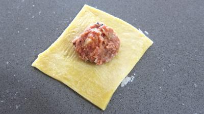 Image : Assiette de capelleti de leur potage de champignons et laitue