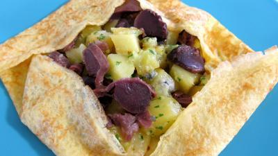 Recette Assiette de crêpe farcie aux gésiers confits et pommes de terre