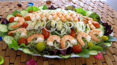 fenouil frais : Assiette ce couscous, légumes, fines herbes et crevettes