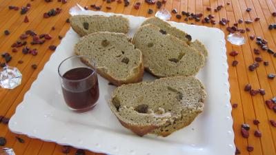Pain à base de fruits : Assiette de tranches de pain au Porto
