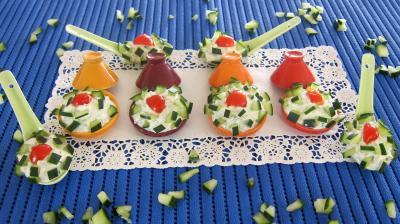 Image : Cuillères et tagines de concombre en amuse-bouche