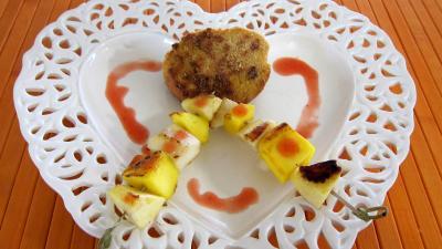 Cuisson à la plancha : Assiette de pain perdu et ses brochettes à la plancha