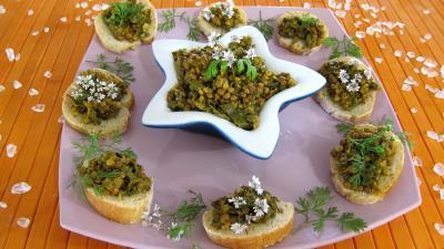 Cuisine mauricienne : Amuse-bouche de pain recouvert de dahl