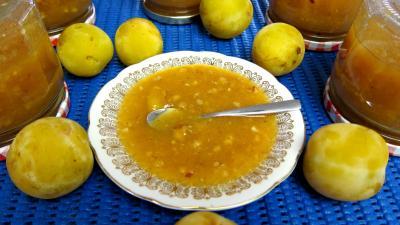 Recette Coupelle de compote de prunes blanches aux noisettes
