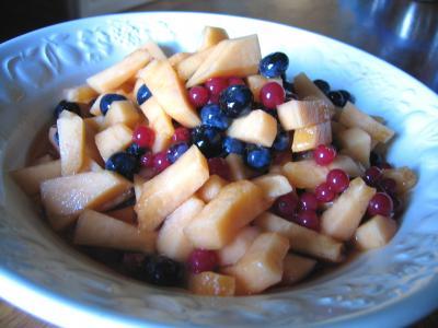 groseille à maquereau : Assiette de salade de melon aux myrtilles