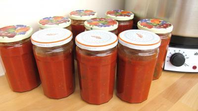 conservation : Pots de conserve de sauce tomate à la bolognaise