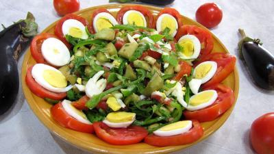 Vinaigrette à l'orange : Saladier d'aubergines crues en salade