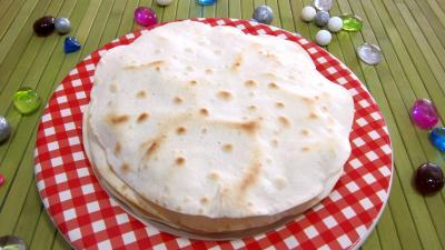 Image : Assiette de tortillas de blé ou galette mexicaine