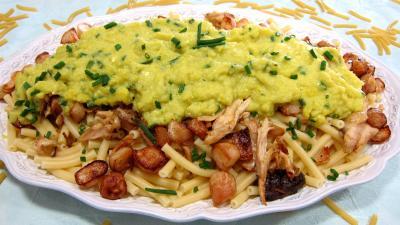 navet : Grand plat de maccheroni au poulet, navets et coulis de courgette