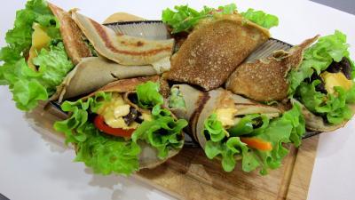 Cuisine landaise : Plat de crêpes aux coeurs de canard