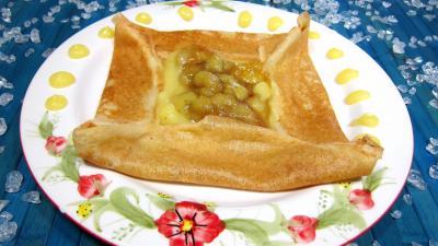 crêpes farcies : Assiette de crêpe à la sauce citron et aux bananes