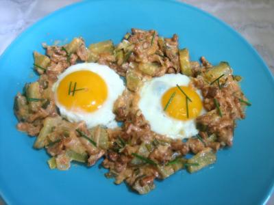 beurre allégé salé : Assiette d'oeufs au plat aux girolles