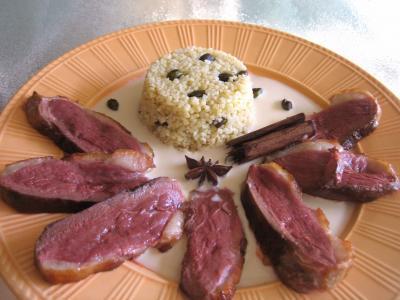 Image : Assiette de magret et sa sauce à la chartreuse verte