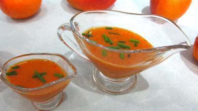 sauce vinaigrette : Saucières de sauce vinaigrette à la mangue