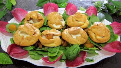 Entrées froides : Assiette de mini-gougères fourrées