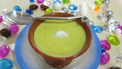 crème salée : Coupe de sauce coco au curry
