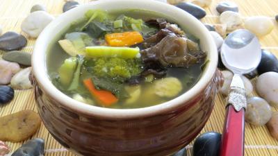 Image : Bol de soupe minceur de batavia et légumes
