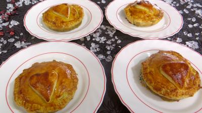 pâte feuilletée : Assiettes de tourtelettes aux foies de volaille