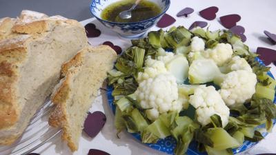 Image : Assiette de chou-fleur vapeur et ses feuilles