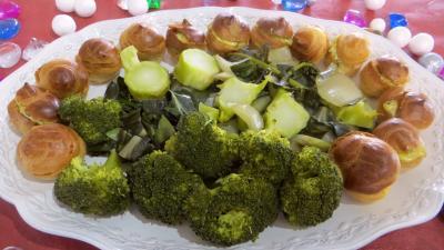 Recette Assiette de choux farcis et blettes vapeur à la sauce tartare