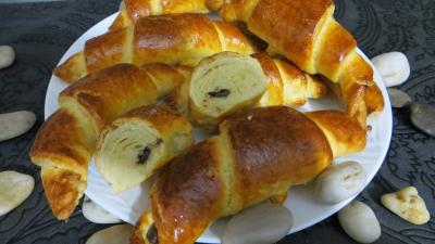 Image : Croissants variés et chocolat