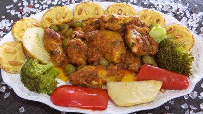 Image : Assiette de poulet sauté et ses toasts pois chiches
