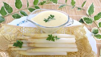 asperge : Plat d'asperges avec sa sauce mousseline