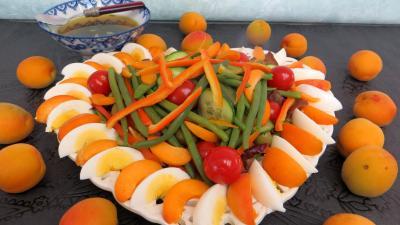 Entrées & salades : Assiette de salade d'été aux abricots