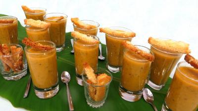 Soupes & potages : Verrines de céleri-branche en velouté pour amuse-bouche