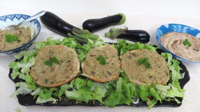 Mayonnaise aux 2 huiles : Assiette de tartines de pain aux aubergines