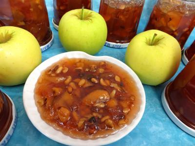 noix : Coupelle de confiture de pommes variées aux fruits secs
