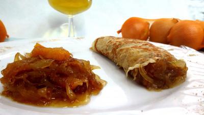 vin blanc : Assiette de crêpe à la confiture d'oignons