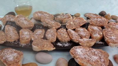 Entrées froides : Assiette de canapés aux anchois