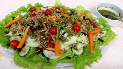haricots verts : Assiette de salade de courgette crue au pesto