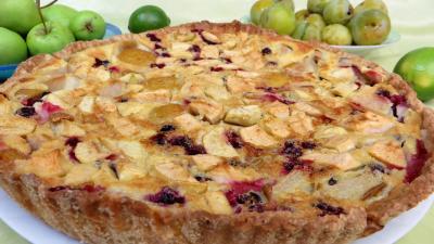 compote pomme : Clafoutis aux pommes, prunes et cassis