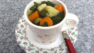 Légumes : Tasse de bouillon de légumes d'automne