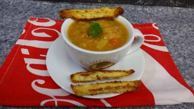 Soupes & potages : Bol de soupe de légumes et tomme de brebis