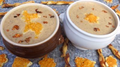 crème aux légumes : Crème de champignons et ses gressins décoratifs
