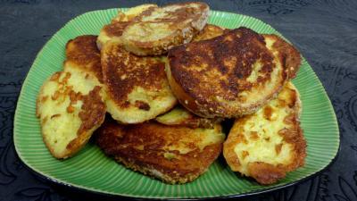 Oeufs : Assiette de pains perdus au roquefort