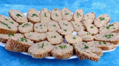 canapés : Tartines de mousse de crabes