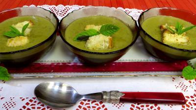 soupe : Crème de pois frais à la menthe