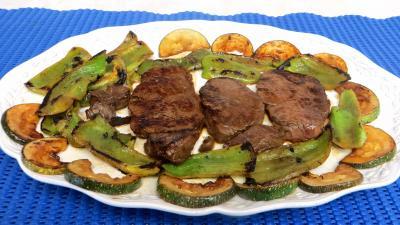 sauce soja : Assiette de boeuf aux poivrrons et courgettes