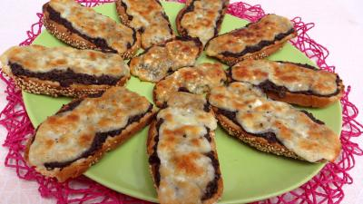 pain : Assiette de bruschette aux champignons