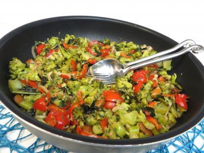 poivron rouge, vert, jaune : Sauteuse de brocolis à l'ail