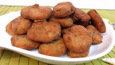 Cuisson au bain de friture : Plat de beignets de cabillaud aux poireaux