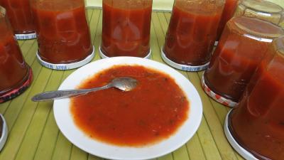 bassine à confuiture : Coupelle de sauce tomate aux piments doux